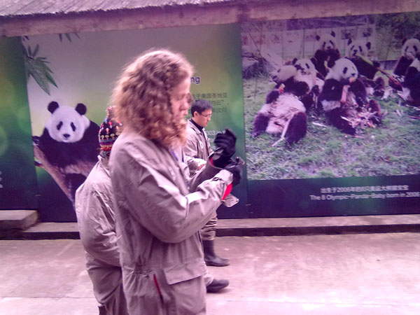 https://fr.topchinatravel.com/pic/ville/chengdu/attractions/chengdu-panda-base-volunteer-tour-04.jpg