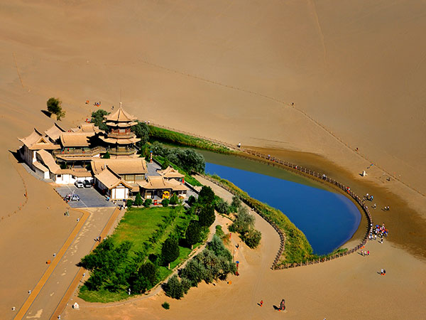 https://fr.topchinatravel.com/pic/ville/dunhuang/attractions/Misha-Hill-and-Cresent-Spring-04.jpg