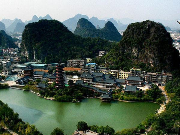 https://fr.topchinatravel.com/pic/ville/guilin/attractions/folded-brocade-hill-1.jpg
