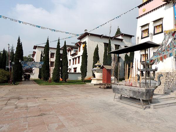 https://fr.topchinatravel.com/pic/ville/kunming/attractions/Village-of-Ethnic-Culture-5.jpg