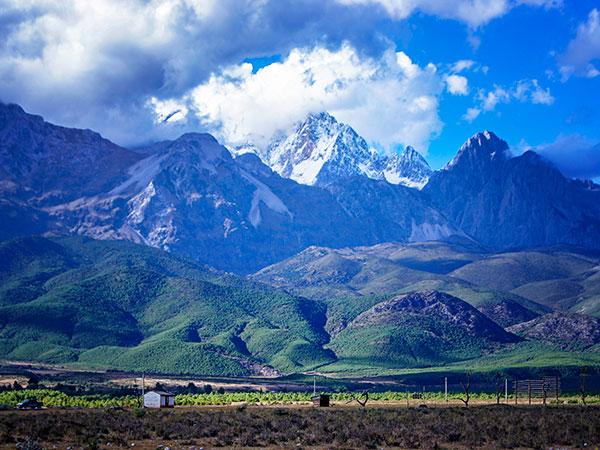 https://fr.topchinatravel.com/pic/ville/lijiang/attractions/jade-dragon-snow-mountain-2.jpg
