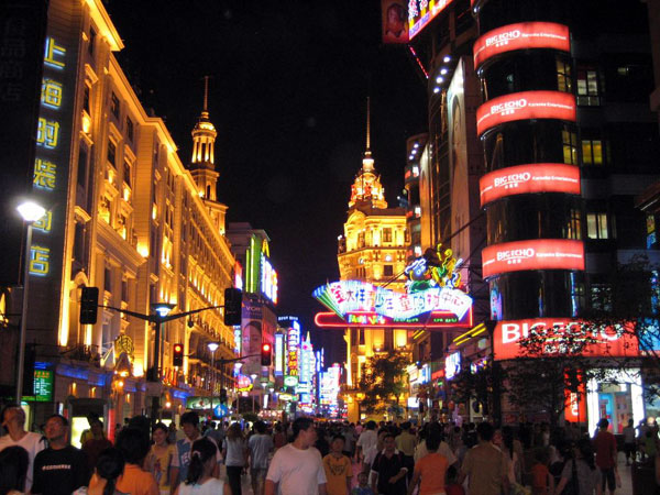 https://fr.topchinatravel.com/pic/ville/shanghai/attractions/Nanjing-Road-7.jpg