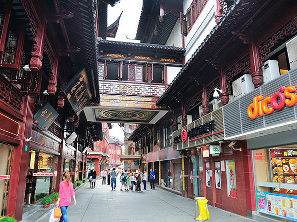 https://fr.topchinatravel.com/pic/ville/shanghai/attractions/chenghuangmiao-old-street-02.jpg