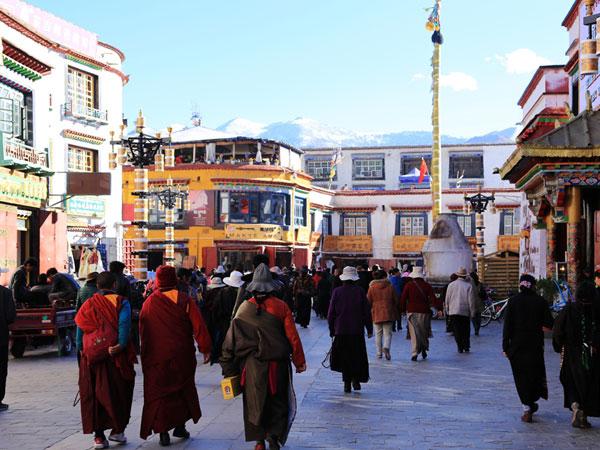 https://fr.topchinatravel.com/pic/ville/tibet/lhasa/attractions/Barkhor-Street-2.jpg