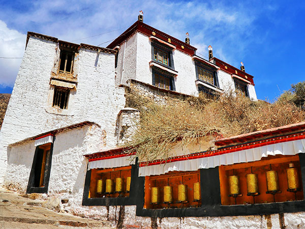 https://fr.topchinatravel.com/pic/ville/tibet/lhasa/attractions/Drepung-Monastery-8.jpg
