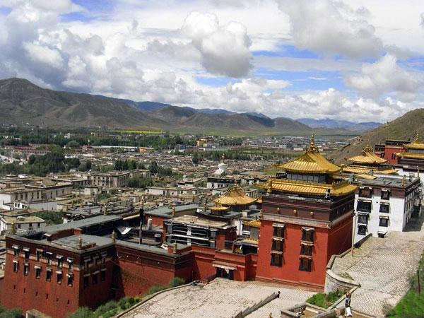 https://fr.topchinatravel.com/pic/ville/tibet/shigatse/shigatse-city-view-01.jpg