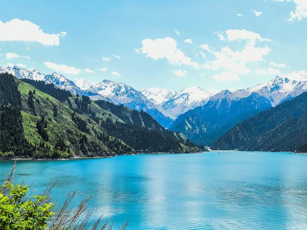 https://fr.topchinatravel.com/pic/ville/urumqi/attractions/Tianchi-Lake-2.jpg