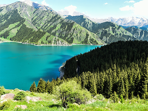 https://fr.topchinatravel.com/pic/ville/urumqi/attractions/Tianchi-Lake-4.jpg