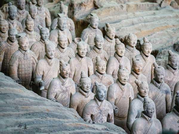 https://fr.topchinatravel.com/pic/ville/xian/attractions/Qin-Terracotta-Army-1.JPG