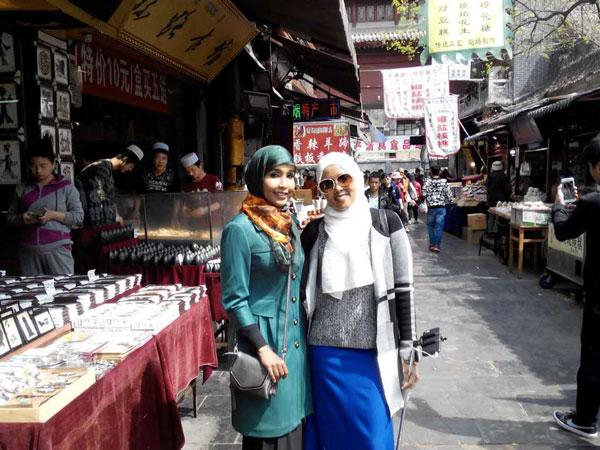 https://fr.topchinatravel.com/pic/ville/xian/clients/tct-clents-muslim-Street-01.jpg